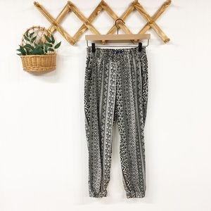 American Eagle | Boho Patterned Jogger Pants